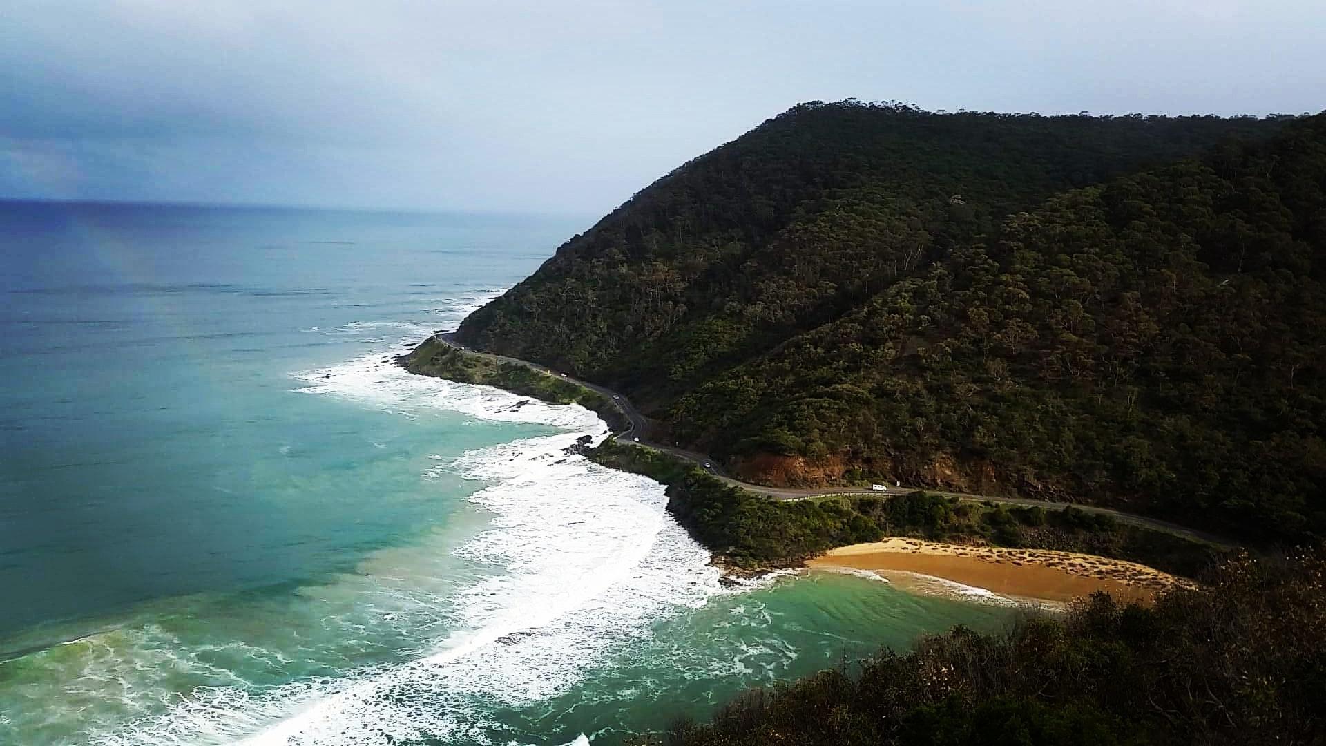 beach-cars-cliff-938141